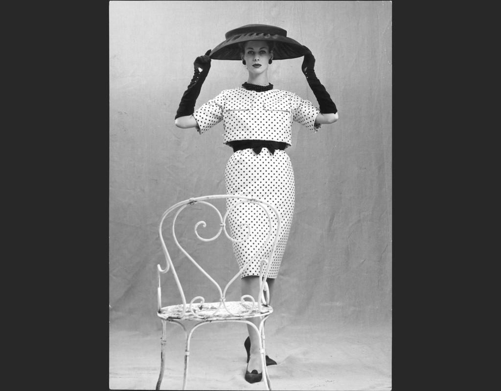 Gärna en Chaneldräkt (som Jackie Kennedy).