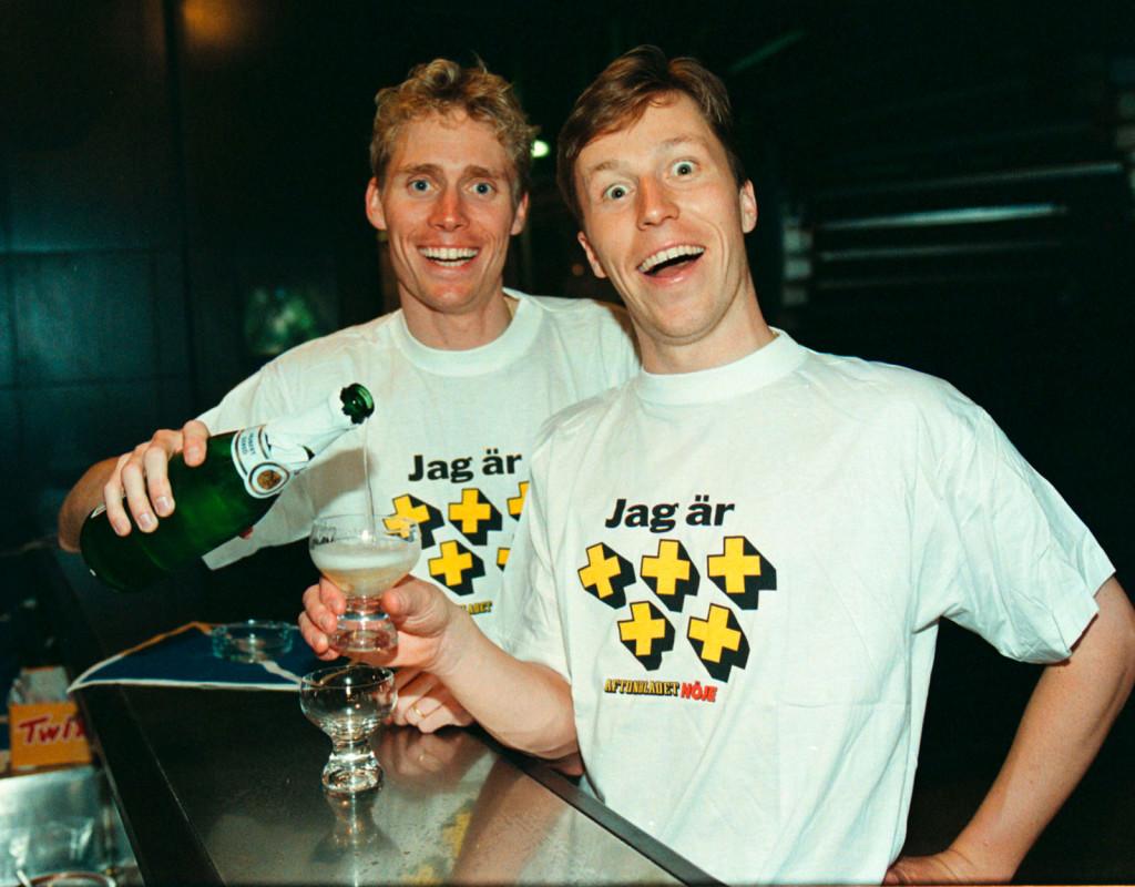 Jan-Ove Waldner, (1965), bordtennis. Ett OS-guld 1992. Ett OS-silver. Sex VM-guld. Rankad som världsetta i stora delar under sju år. Bragdguldet 1992. Här firar han +++++ med Jörgen Persson.