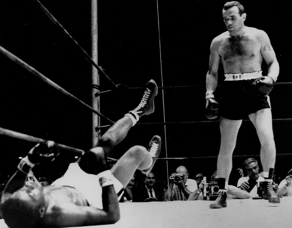Ingemar Johansson knockade Floyd Patterson i tredje ronden i titelmatchen i tungviktsboxning. Yankee stadium, New york, 1958.
