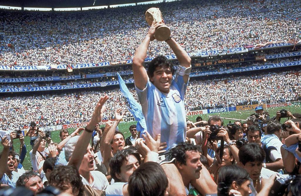 Diego Maradona, (1960), Argentina, fotboll. Världsmästare 1986, VM-silver 1990. Vinnare av Uefacupen 1989, italiensk mästare med Napoli två gånger.   Foto: Carlo Fumagalli/AP