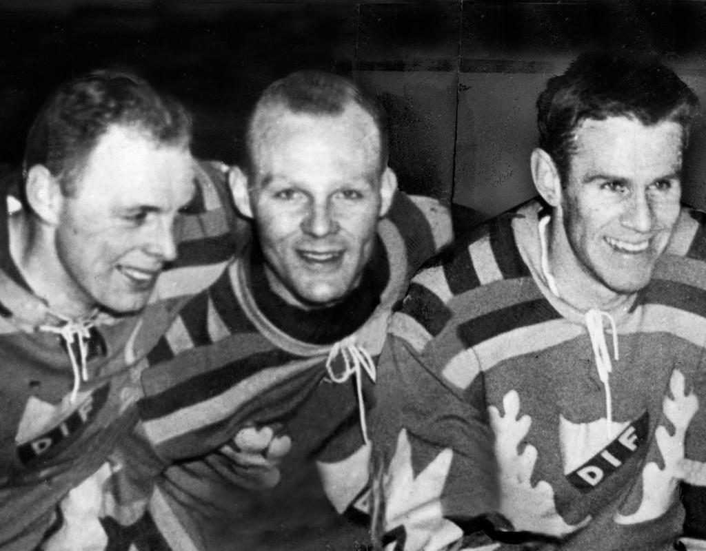 """Lagkamraterna i Djurgårdens IF Lasse Björn, Roland """"Rolle"""" Stoltz och Sven Tumba, i slutet av 50-talet."""