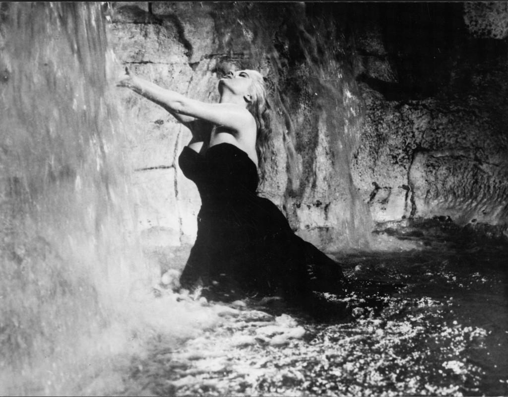 Anita Ekberg, skådespelerska, här i filmen Det ljuva livet (1960).