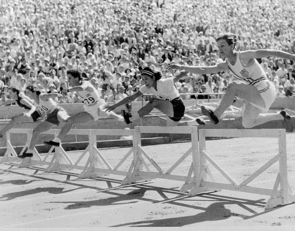 Babe Didrikson, (1911-1956), USA, friidrott, basket, golf. Två OS-guld 1932, spjut och 80 meter häck. Seger i golfen US Womens Amateur 1946 och 1947, British Amateur 1947. Vann en Grand Slam 1950. Längst till höger på bilden.