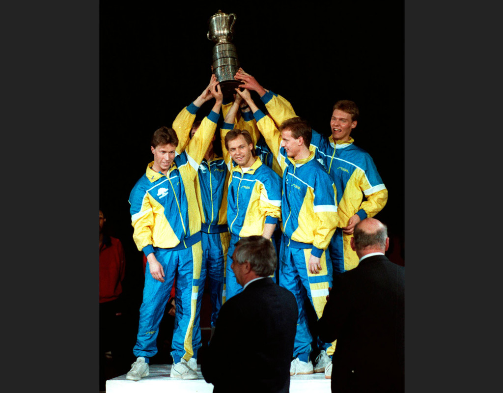 """Sverige vinner VM bordtennis 1989. Bordtennislandslaget bestod av Jan-Ove Waldner, Mikael Appelgren """"Äpplet"""", Erik Lindh och Peter Karlsson.  Foto: BILDBYRÅN"""