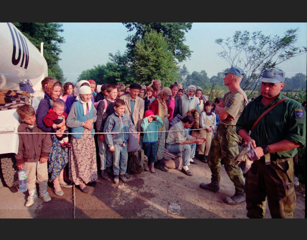 Kriget i Bosnien pågick mellan april 1992 och december 1995 pågick kriget i Bosnien. Svenska FN-soldater vaktar en improviserad sjukstuga vid FN-basen i Tuzla. Fotograf: AP