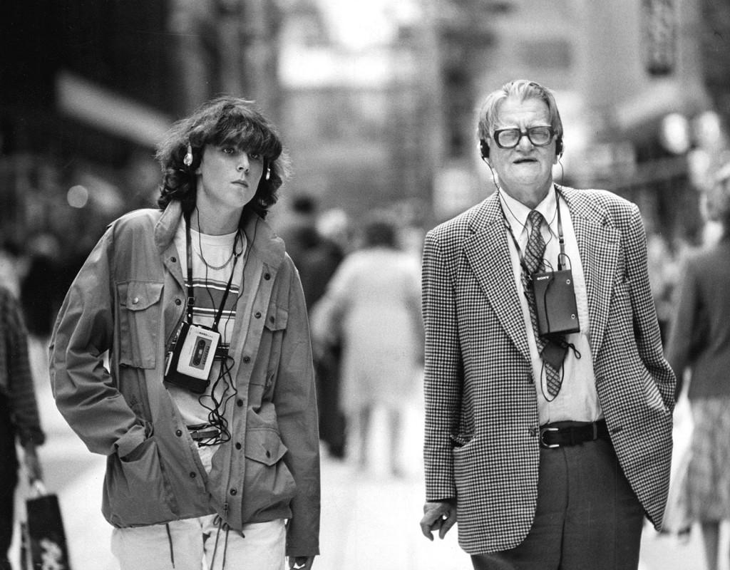 Freestylen, så klart av märket Walkman, blir populär och det här blir en vanlig syn på stan. Året är 1981.  Foto: LENNART JONASSON