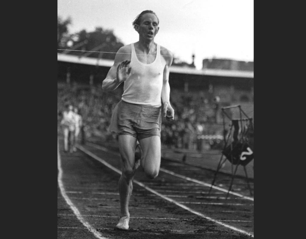 Friidrottaren Gunder Hägg sätter världsrekord på 1500 meter 1942. Den sommaren och hösten slog han tio världsrekord och höll därmed alla världsrekorden från 1 500 till 5 000 meter. Foto: AFTONBLADET