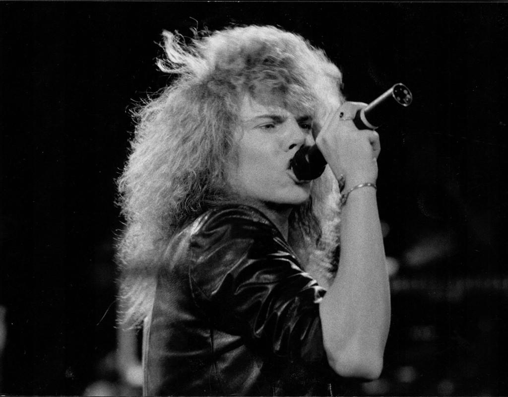 Joey tempest, sångare.