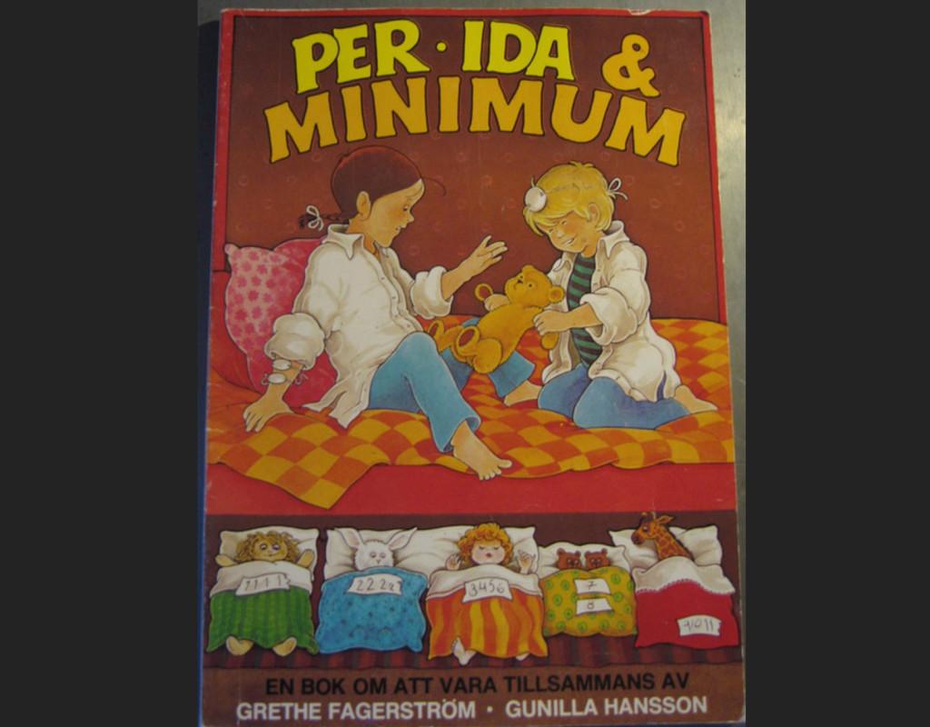"""Barnboken Per, Ida och Minimum. Under 70-talet skulle barnen lära sig hur det går till när """"mamma och pappa gör barn"""". Svartvita fotografier och teckningar på samlagsställningar var vanligt.  Foto: AFTONBLADET ARKIV"""