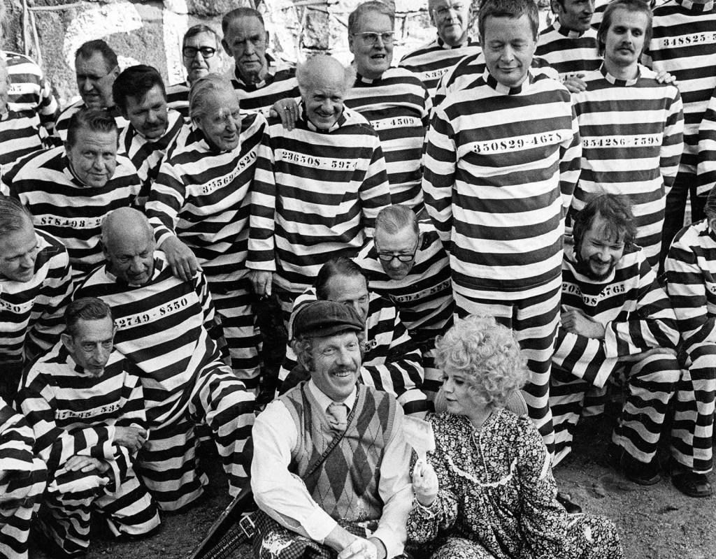 Släpp fångarne loss, det är vår!, Hans Alfredson och Tage Danielsson (1975)