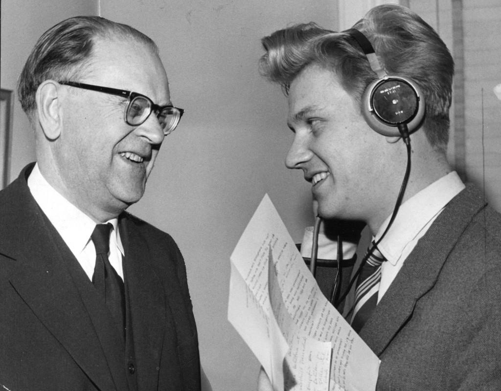 Tage Erlander, statsminister, intervjuas av journalisten Bo Holmqvist.